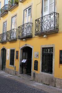 O edifício onde o hostel está situado