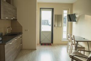 A kitchen or kitchenette at Nidos stiegė