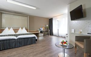 A bed or beds in a room at Hotel Olten Swiss Quality