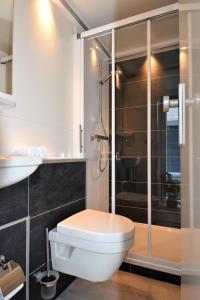 "A bathroom at Cozy floating boatlodge ""Maastricht""."