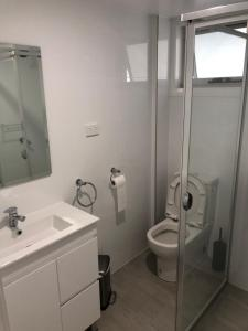A bathroom at The William Apartments Jesmond