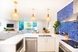 A kitchen or kitchenette at Plantation House #5