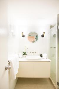 A bathroom at Plantation House #5