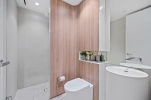 A bathroom at A Luxury home hidden in the Urban oasis