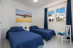 A bed or beds in a room at Rocas Blancas Apartments