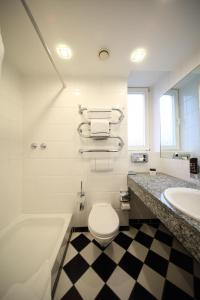 A bathroom at Villa Esplanade