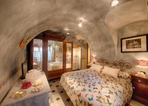 A bed or beds in a room at MuntaeCara Albergo Diffuso