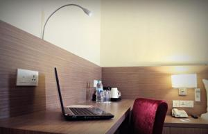 A television and/or entertainment centre at Biz Hotel Batam