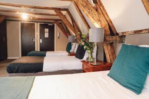 Ein Bett oder Betten in einem Zimmer der Unterkunft Hotel Corner House
