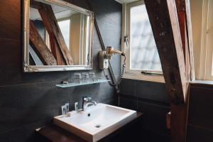 A bathroom at Hotel Corner House
