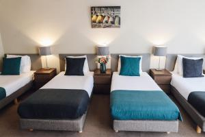 A bed or beds in a room at Hotel Corner House