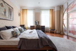 Кровать или кровати в номере Apartment at Mokhovaya 39