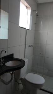 A bathroom at Pousada Santana - Trindade Goiás