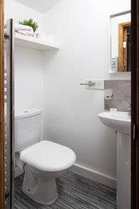A bathroom at Mango serviced apartments