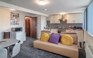 A kitchen or kitchenette at Mango serviced apartments