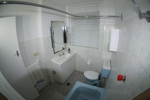 A bathroom at Super location in DOUBLE BAY