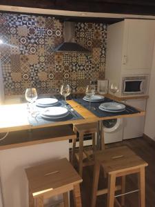 Una cocina o zona de cocina en Apartamentos El Greco