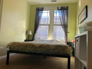 A bed or beds in a room at The Greenleaf House
