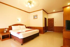 Кровать или кровати в номере Haad Yao Bayview Resort & Spa