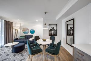 A seating area at Adina Apartment Hotel Coogee Sydney