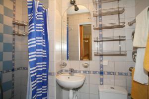 Vonios kambarys apgyvendinimo įstaigoje Naglis