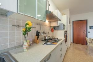 A kitchen or kitchenette at Trilo Gemelli 1