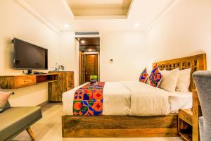 A bed or beds in a room at FabHotel Casa Kiara Calangute