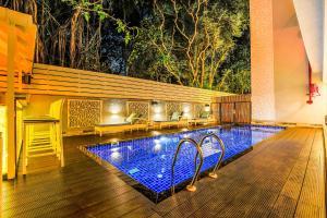 The swimming pool at or close to FabHotel Casa Kiara Calangute
