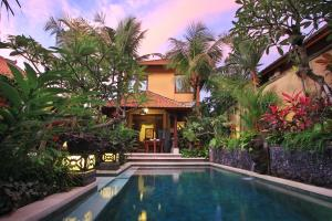 The swimming pool at or near Mawa House