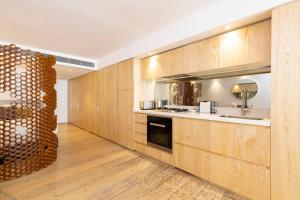 A kitchen or kitchenette at LUXE PACIFIC BONDI BEACH