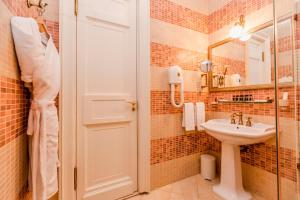 A bathroom at Petroff Palace Boutique Hotel