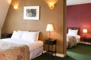 A bed or beds in a room at Best Western Les Beaux Arts