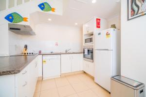 A kitchen or kitchenette at Anacapri Holiday Resort Apartments