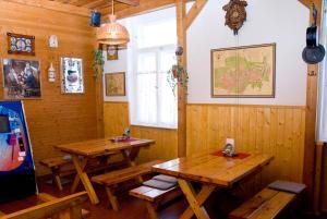 A restaurant or other place to eat at Haramia Csapszék és Fogadó