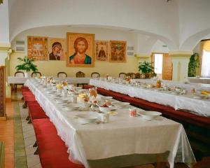 A restaurant or other place to eat at Troitse-Sergiev Varnitskiy Monastyr