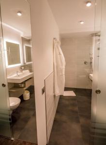 A bathroom at Ringhotel Drees