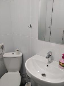 Ванна кімната в 12 Months Mini Hotel