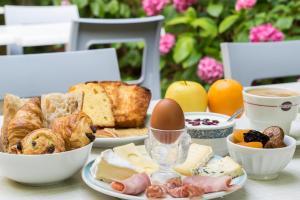 Breakfast options available to guests at The Originals City, Hôtel de Bordeaux, Bergerac (Inter-Hotel)