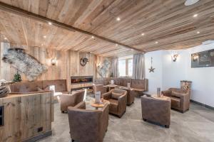 Lounge oder Bar in der Unterkunft Hotel Burgstein - alpin & lifestyle