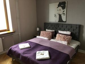 Łóżko lub łóżka w pokoju w obiekcie Glamour Apartment