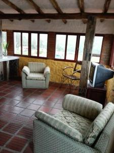 A seating area at neblinas del valle