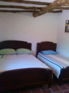A bed or beds in a room at neblinas del valle