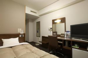Televisi dan/atau pusat hiburan di Hotel Route-Inn Sapporo Ekimae Kitaguchi