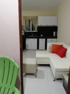 Uma área de estar em Curacao Color Appartments