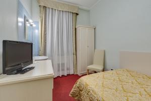 Uma TV ou centro de entretenimento em Hotel Universo & Nord
