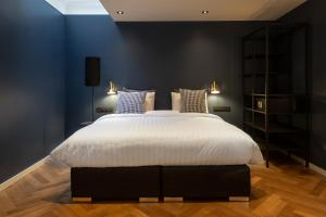 A bed or beds in a room at The Blossom House Amsterdam