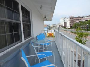A balcony or terrace at Sun 'n Fun Motel
