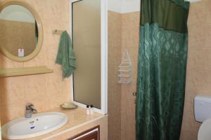 Ein Badezimmer in der Unterkunft LeBovallon B&B