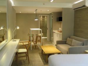 Uma área de estar em Smart Hotel Montevideo