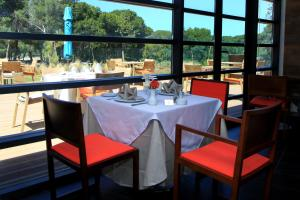 A restaurant or other place to eat at Hôtel Souani ( Al Hoceima Bay)
